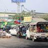 Digeruduk Militer, Warga Kota Miskin Myanmar Kabur Naik Pikap dan Truk