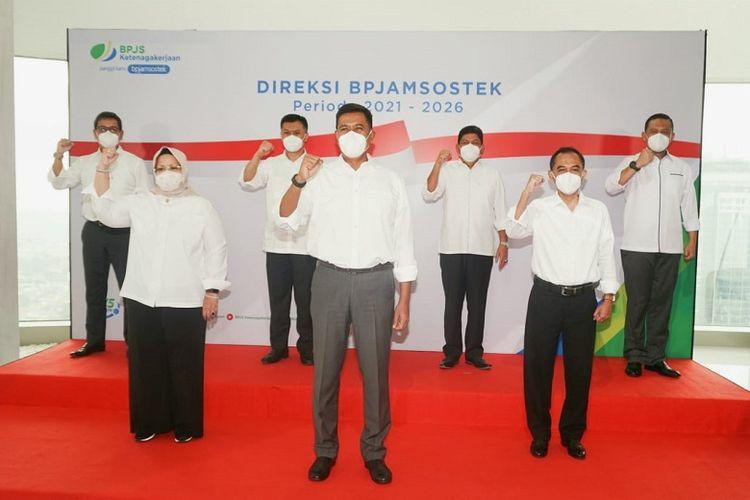 Pelantikan Direksi BPJamsostek Periode 2021-2026 oleh Presiden Joko Widodo di Istana Negara, Selasa (23/02/2021).