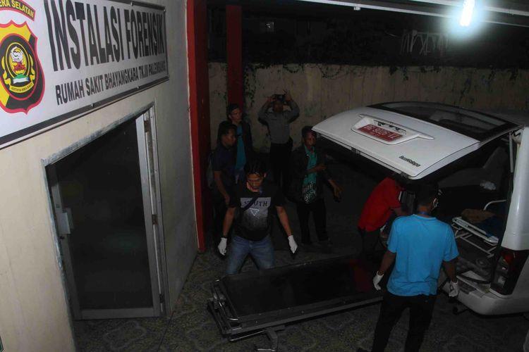 Jenazah Karoman (40) warga Dusun 2 RT 03 Desa Pinang Mas Kecamatan Sungai Pinang, Kabupaten Ogan Ilir, Sumatera Selatan, saat berada di Rumah Sakit (RS) Bhayangkara Palembang untuk dilakukan visum, Kamis (6/6/2019).