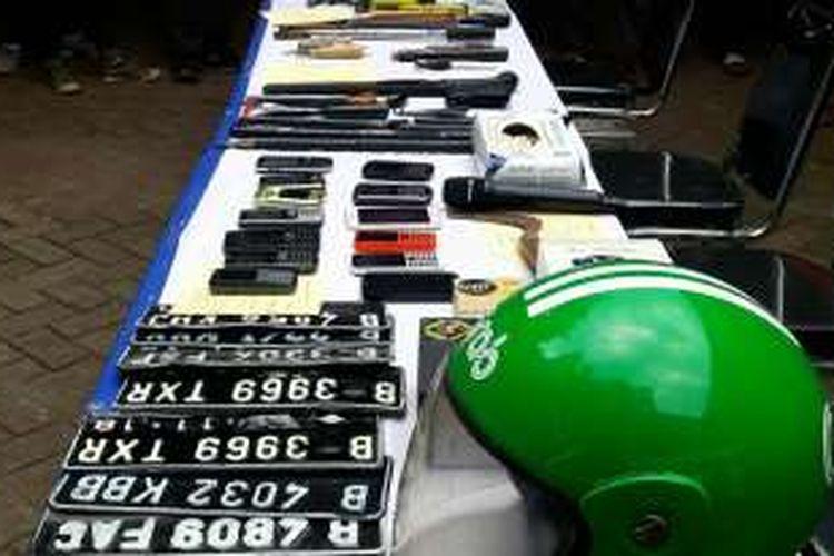 Jajaran Subdit Ranmor Ditreskrimum Polda Metro Jaya membongkar aksi perampokan rumah bermodus ojek online yang sering terjadi di Jakarta Timur, Selasa (11/10/2016).