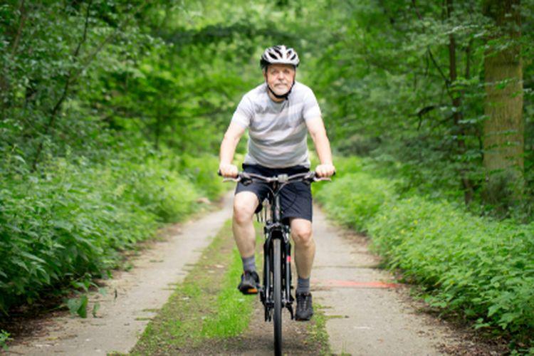 Ilustrasi bersepeda. Orang tua bersepeda.