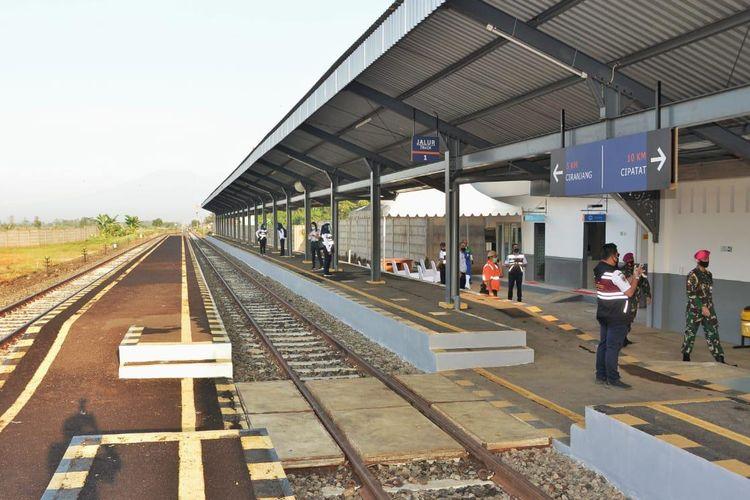 Pengoperasian Reaktivasi Jalur KA Cianjur-Ciranjang-Cipatat, di Stasiun Cipeyeum, Kabupaten Cianjur, Jawa Barat, Senin (21/9/2020)
