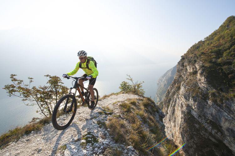 Sepeda gunung jenis trail untuk berbagai medan