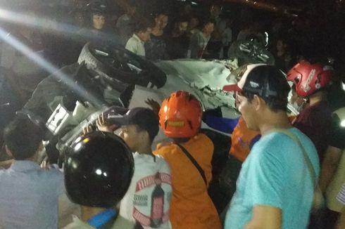 Satu Mobil dan 4 Motor Tertabrak Kereta Api di Perlintasan Purwosari Solo