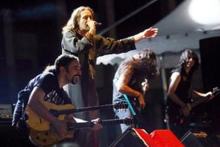 Orphaned Land, grup rock asal Israel menggelar tur Eropa bersama grup rock Khalas asal Palestina. Mereka mengusung pesan perdamaian dan kebersamaan.