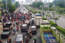 Ada Demo Buruh, Jalan Ahmad Yani Menuju Pekayon Bekasi Macet Parah
