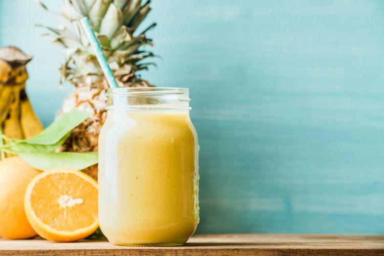 Ilustrasi jus jeruk, nanas, dan pisang