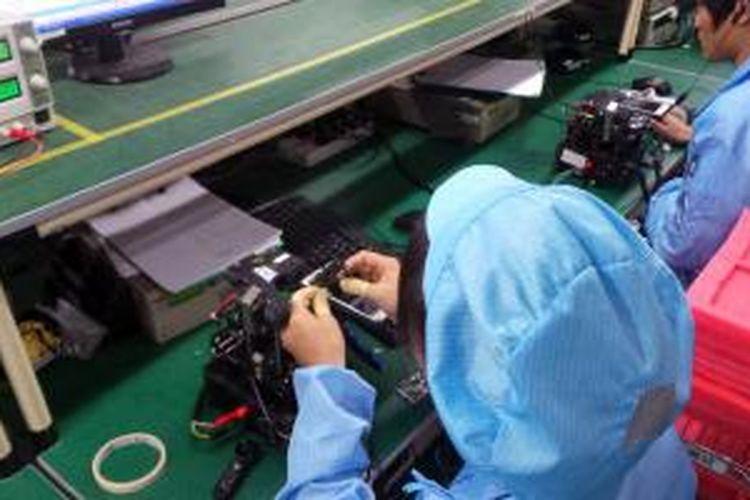 Ilustrasi: pabrik perakitan ponsel