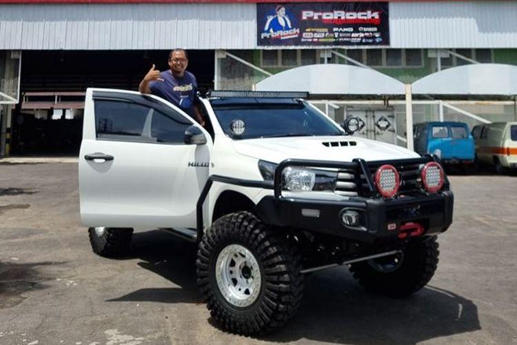 Toyota Hilux Mega Cabin hasil modifikasi ProRock Engineering Jakarta