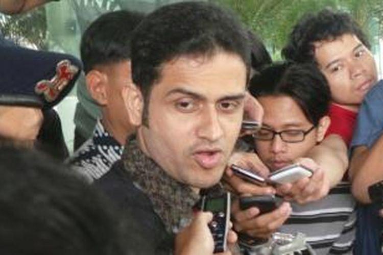 Mantan Bendahara Umum Partai Demokrat, Muhammad Nazaruddin, usai diperiksa di Gedung Komisi Pemberantasan Korupsi, Selasa (2/8/2013).