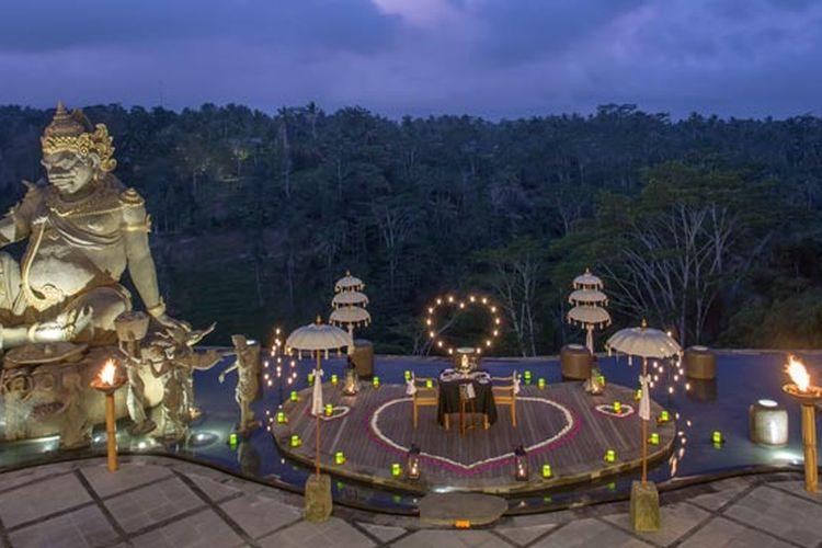 Dinner romantis di The Kayon Jungle Resort, Ubud.