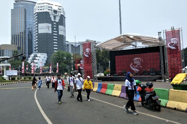 Relawan Joko Widodo-Maruf Amin mulai berkumpul di kawasan Monas, Jakarta Pusat, jelang pelantikan Jokowi-Maruf sebagai presiden-wakil presiden RI periode 2019-2024, Minggu (20/10/2019).