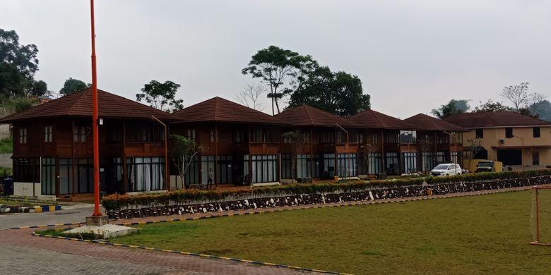 Tampilan penginapan vila kayu, di Jeep Station Indonesia Resort, Megamendung, Jabar, Sabtu (26/5/2018).