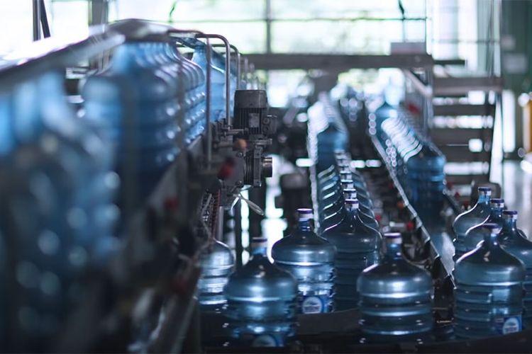 Penggunaan galon guna ulang dapat menekan jumlah sampah plastik.