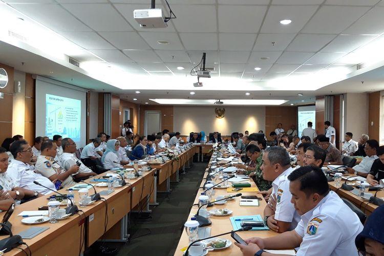 Suasana rapat banggar KUA-PPAS untuk APBD 2020 di ruang serbaguna, lantai 3, Gedung DPRD DKI Jakarta, Jalan Kebon Sirih, Jakarta Pusat, Rabu (23/10/2019)