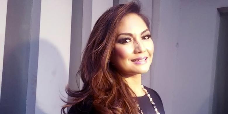 Nia Daniaty diabadikan di studio TransTV, Jalan Kapten Tendean, Jakarta Selatan, Senin (28/9/2015) sore.