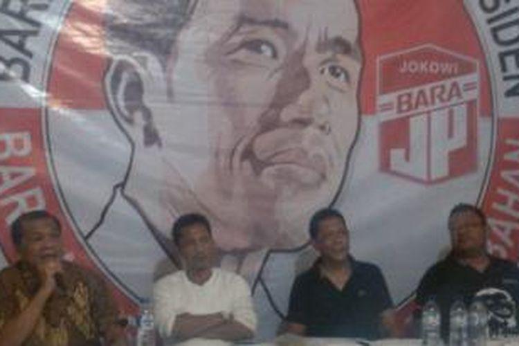 Barisan Relawan Jokowi Presiden (BaraJP) mendesak Presiden Joko Widodo menjadikan Ir. Soekarno sebagai Bapak Bangsa.