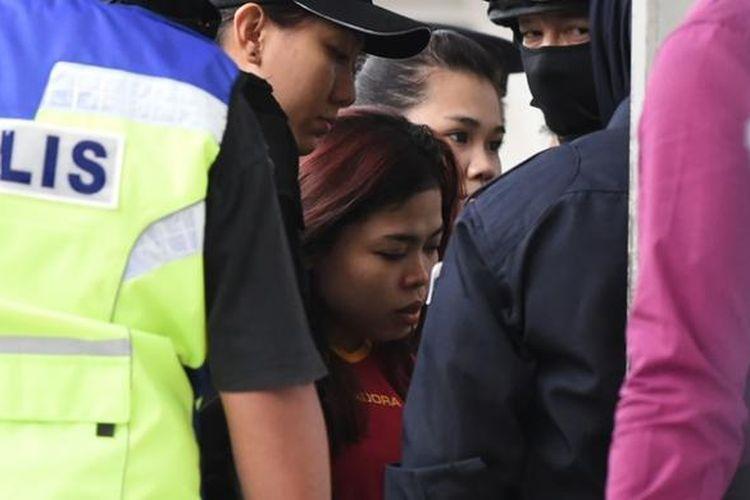 Siti Aisyah (25), perempuan Indonesia yang disangka membunuh Kim Jong Nam, dibawa ke sebuah pengadilan di luar kota Kuala Lumpur dengan pengawalan sangat ketat.