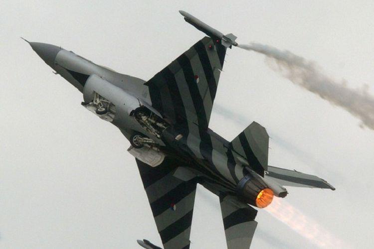 cara membuat origami pesawat jet tempur yang keren untuk mainan ... | 500x750