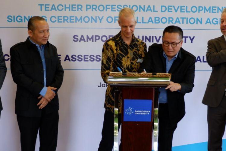 Penandatanganan kerjasama antara Cambridge Assessment International Education dengan Putera Sampoerna Foundation (PSF), Senin (12/3/2018), di Sampoerna University L?Avenue Campus, Jakarta.