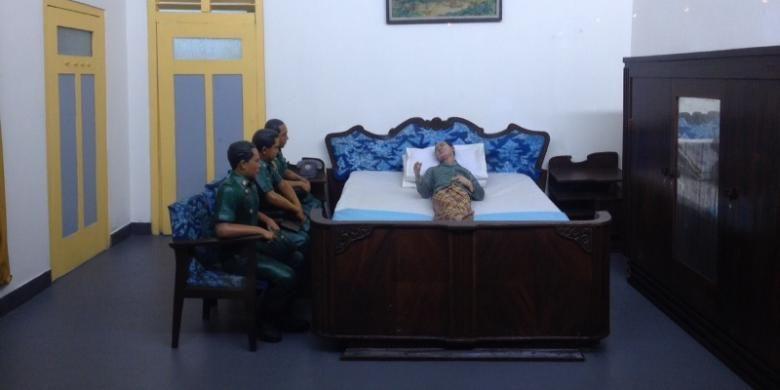 Diorama saat tiga jenderal menemui Soeharto yang tengah terbaring sakit. Mereka menyerahkan Surat Perintah 11 Maret 1966 dari Presiden Soekarno.