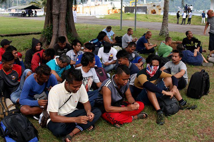 Sebanyak 20 orang anak buah kapak (ABK) asal Jawa Tengah dan Jawa Barat yang bekerja dikapal asing buronan Interpol diamankan TNI-AL Sabang, Sabtu (7/4/18)