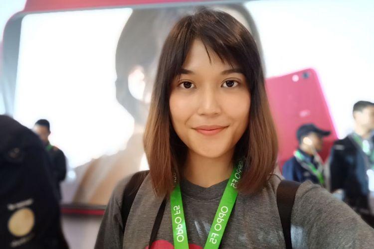 Contoh hasil selfie kamera depan Oppo F5 yang dilengkapi fitur AI Beautify Recognition.