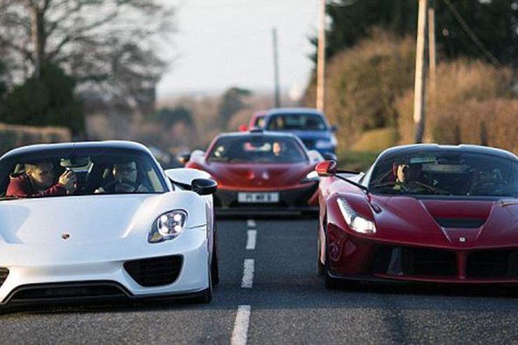 Pebisnis sekaligus miliarder asal East Midlands, Inggris, Paul Bailey dipercaya menjadi konsumen pertama yang mengoleksi McLaren P1, Ferrari LaFerrari, dan Porsche 918 Spyder.