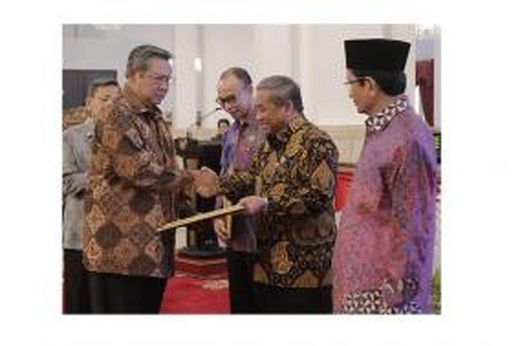 Presiden SBY meluncurkan 'Indonesia Presidential Scholarship' atau Beasiswa Presiden Republik Indonesia (BPRI) di Istana Negara, Jakarta, Rabu (2/4) sore.