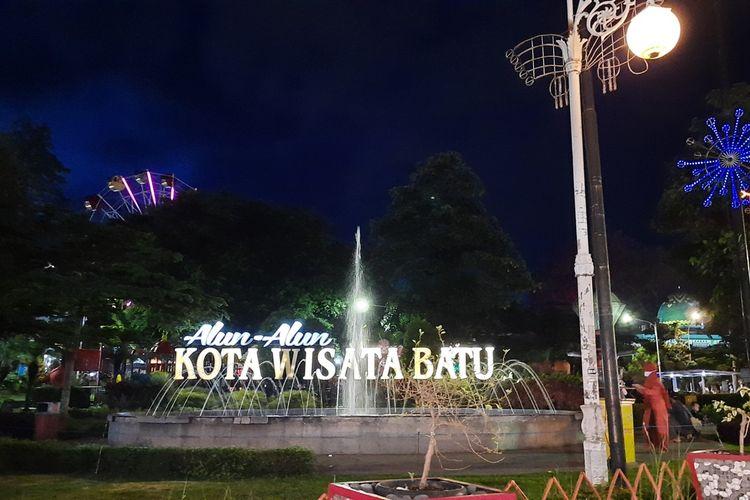Suasana Alun-Alun Kota Batu, Jawa Timur pada Jumat (8/1/2021) malam
