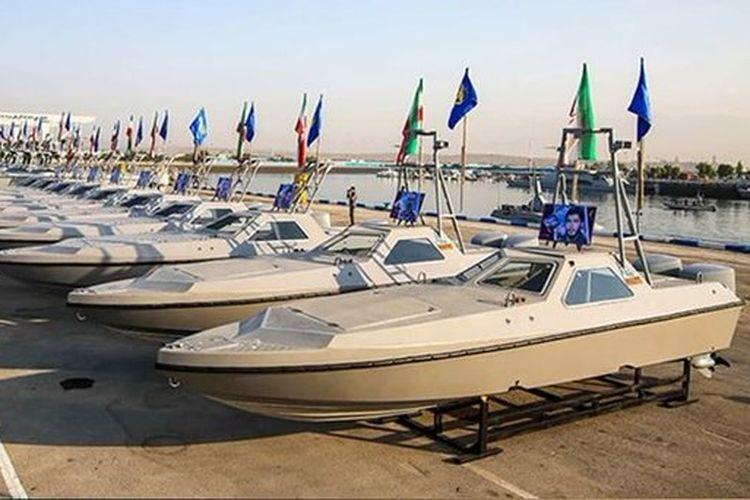 Iran meluncurkan 340 speedboat dengan kecepatan 90 knot/jam pada Senin (8/2/2021). [Fars News/Twitter]