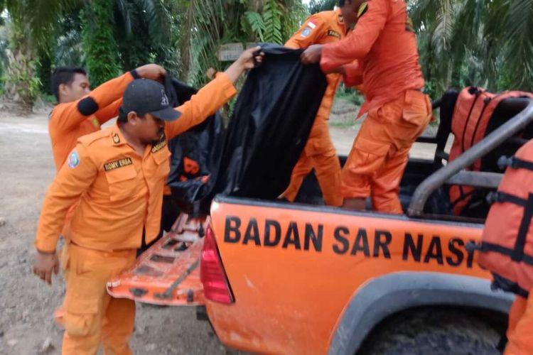 Tim SAR gabungan pada Kamis (2/1/2020) kembali menemukan jenazah korban banjir bandang di Labura yang terjadi pada 29 Desember 2019. Hingga kini, dari lima orang yang hilang, tiga orang sudah ditemukan dan dua masih dalam pencarian.