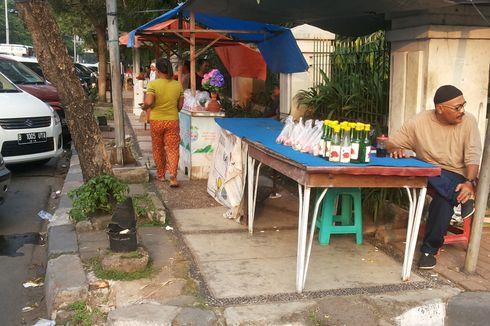 Pedagang Bunga Musiman Mulai Berjualan di TPU Karet Bivak