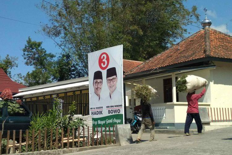 Depan rumah M. Al Khadziq, di Dusun Greges Desa Greges Kecamatan Tembarak, Kabupaten Temanggung, Jawa Tengah, Sabtu (14/7/2018).