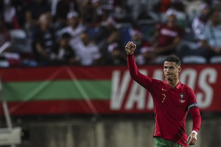 Penyerang Portugal Cristiano Ronaldo setelah mencetak gol pembuka ke gawang Qatar dalam laga uji coba di Estadio Algarve, Faro-Loule, Minggu (10/10/2021) dini hari WIB.