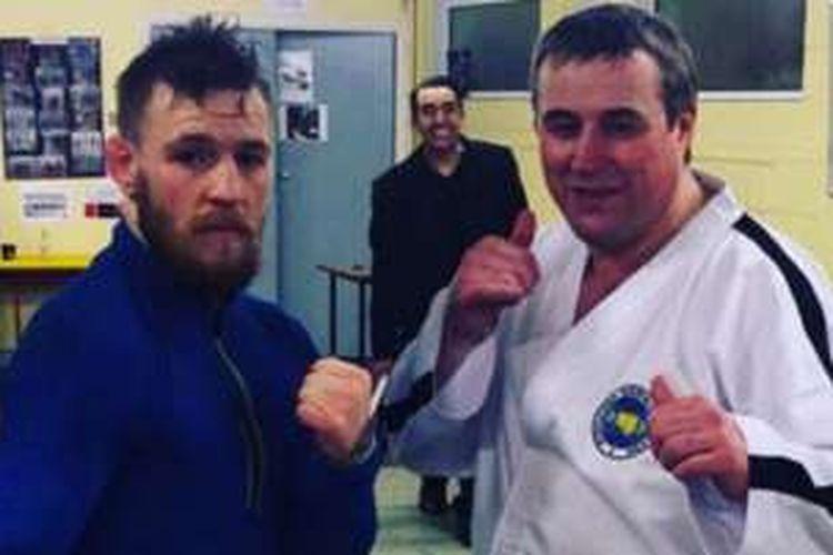 Joanthan Dargan (kanan) bersama Conor McGregor