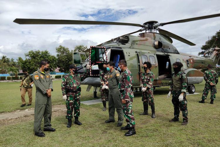 Tentara Nasional Indonesia (TNI) mengevakuasi dua jenazah anggota kelompok teroris Mujahidin Indonesia Timur (MIT) di Poso, Sulawesi Tengah.