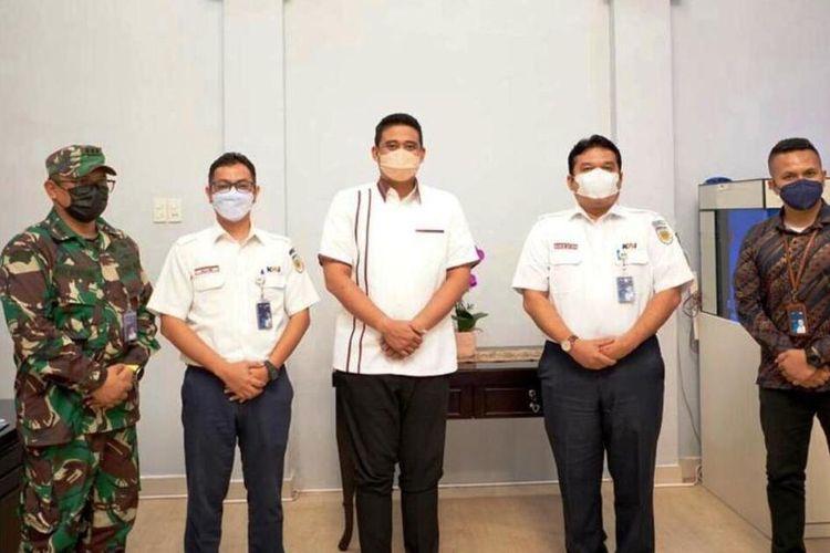 Wali Kota Medan Bobby Nasution menerima kunjungan Vice President PT KAI Divisi Regional I Sumut Daniel Johannes Hutabarat di rumah dinasnya, Rabu (12/5/2021)