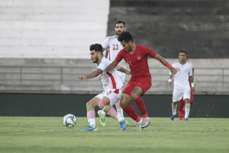 Penyerang timnas U-23 Indonesia, Muhammad Rafli, ketika melawan timnas U-23 Iran di Stadion Kapten I Wayan Dipta, Rabu (13/11/2019).