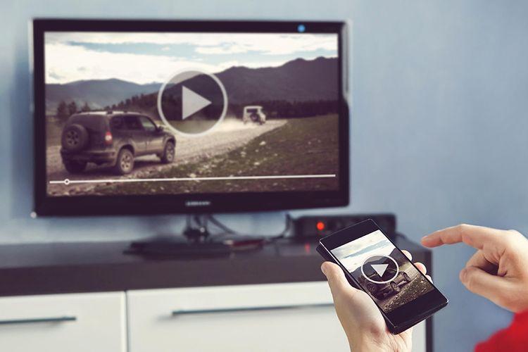 ilustrasi smartphone dan TV user