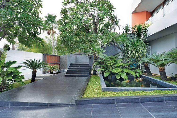 Desain taman Green Garden House di Jakarta karya Studio Denny Setiawan.