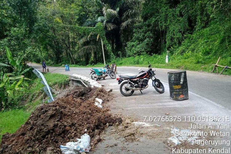 Jalan rusak di Pageruyung Kendal. KOMPAS.COM/DOK. DINAS PUPR KENDAL