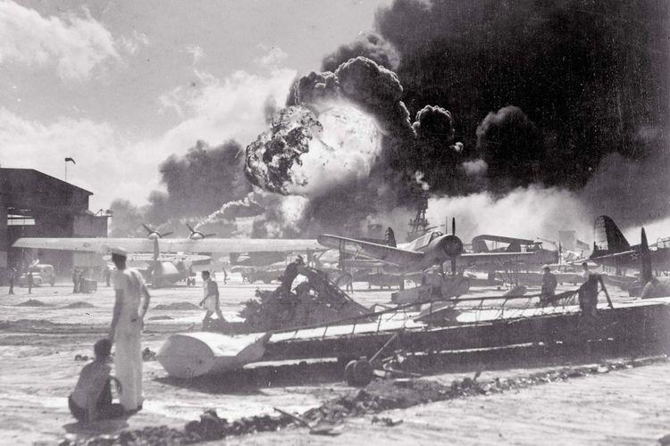 serangan kedua di pangkalan angkatan laut AS di Pearl Harbor, 7 Desember 1941.