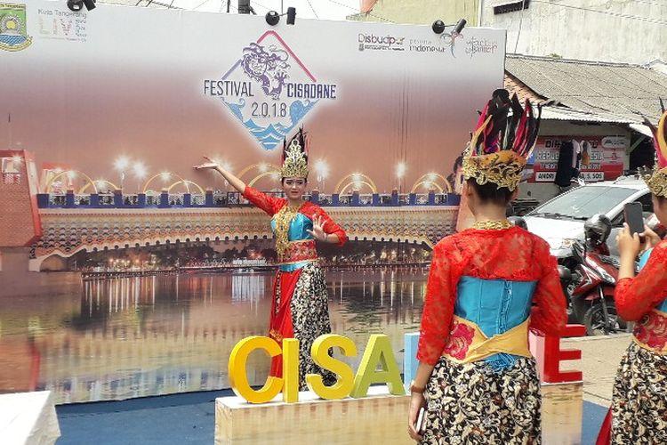 Berbagai stan gabungan organisasi perangkat daerah dan usaha mikro, kecil dan menengah (UMKM) se-Tangerang Raya berlomba membangun stan yang Instagramable di acara Festival Cisadane yang dimulai pada 25 Agustus - 1 September 2018.