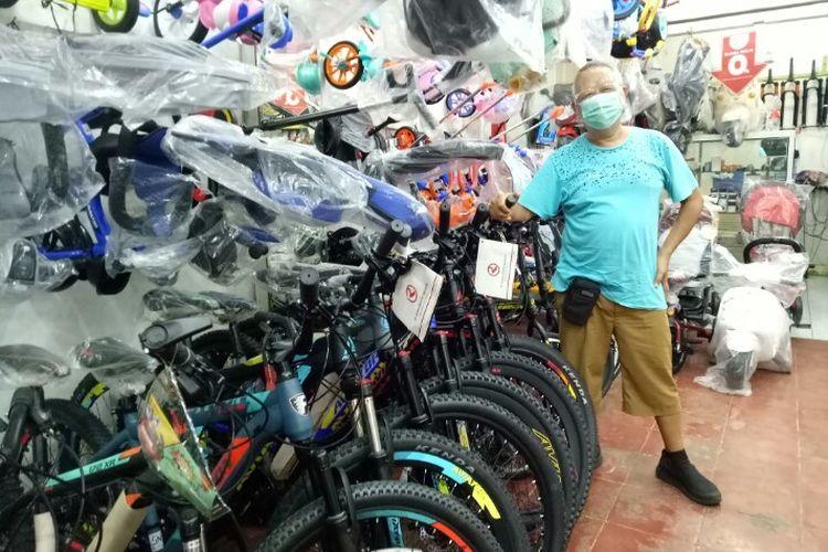 Ajan, pemilik toko sepeda Formula Bike yang berlokasi di Jalan Ir. H. Juanda, Ciputat, Tangerang Selatan.