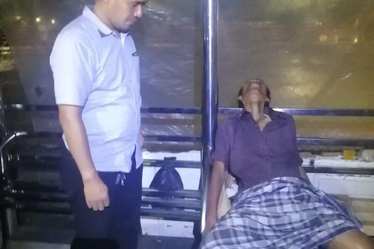 Mayat Mister X terduduk di Halte Jalan Perintis Kemerdekaan Kota Tangerang, Kamis (27/2/2020)