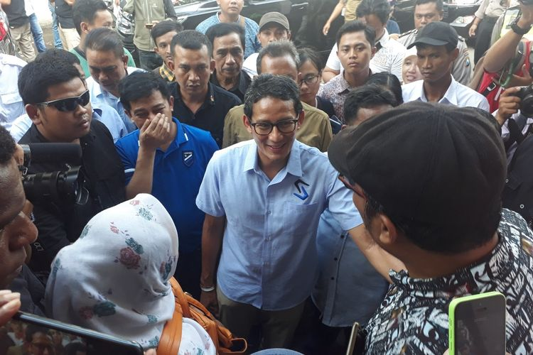 Cawapres 02 Sandiaga Uno pantau rekapitulasi suara di Surabaya, Sabtu (27/4/2019)
