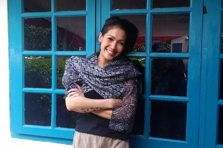 Mieke Amalia di tempat acara syukuran100 episode sinetron seri Dunia Terbalik, di Harjamukti, Cibubur, Jakarta Timur, Senin (13/3/2017).