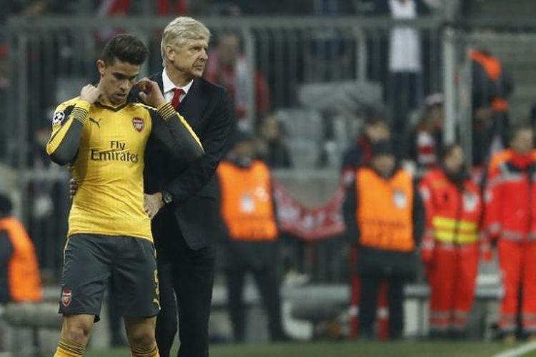 Manajer Arsenal, Arsene Wenger, mempersiapkan salah satu pemainnya, Gabriel Paulista, untuk menggantikan Laurent Koscielny yang cedera saat menghadapi Bayern Muenchen dalam laga pertama babak 16 besar Liga Champions. Laga ini digelar di Allianz Arena pada Rabu (15/2/2017) waktu setempat.