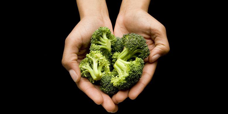 Mengukur porsi makananbisa menggunakan tangan kita